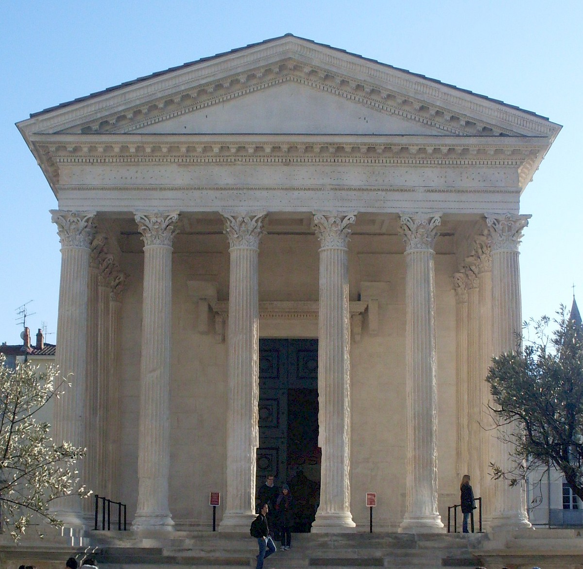 Maison Carrée, additional view
