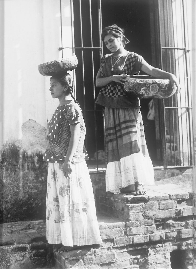 Two Women from Tehuantepec with jicalpextle, 1925, Tina Modotti